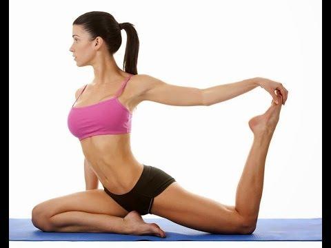 El vídeo del ejercicio para el adelgazamiento de los pies en el gimnasio para las muchachas del víde