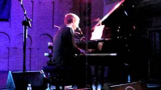 Divine Comedy (Neil Hannon solo)- Everybody knows (cover Leonard Cohen)