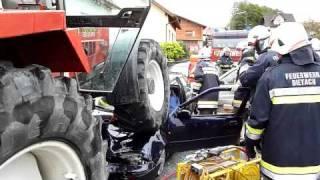 preview picture of video 'FuB Übung Pfarrkirchen 2010 - KFZ2 und 3 mit Traktor'