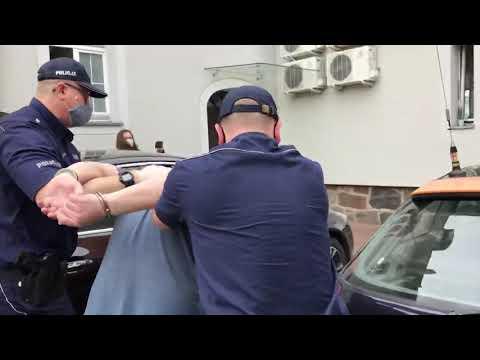 Wideo1: Doprowadzenie do sądu na posiedzenie aresztowe podejrzanego o zabójstwo kobiety w miejscowości Lipie