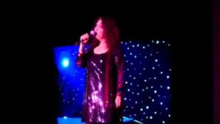 Melissa Manchester sings with Barry Manilow