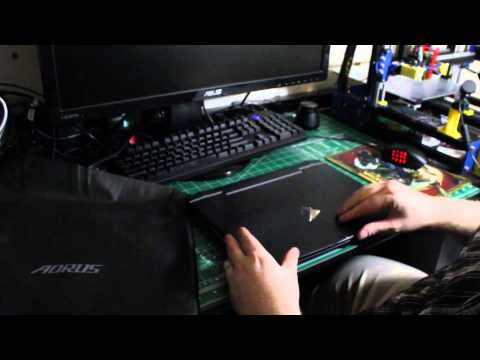 Aorus X3+ V3 Unboxing and Comparison with Razer Blade 2014 Part 1
