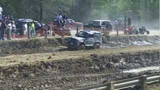 preview picture of video 'Suzuki Samurai going through mud pit (1 of 2)'