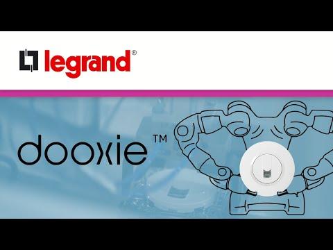 Un Robot au service de la fabrication des interrupteurs et prises dooxie™ Legrand pour une usine 4