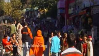 Hurried pedestrians in Shimla city