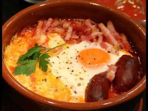 Huevos al plato con chorizo, beicon y queso l Recetas para horno
