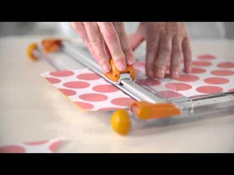 Bàn trượt cắt giấy Fiskars size 12