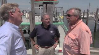 Menendez Speaks with Capt Tom Buban at the Atlantic Highlands Marina on his #JerseyJobsTour