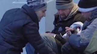 Подарки бездомным  ПРОСТО ТАК  7 минут ДОБРОТЫ  Русская озвучка