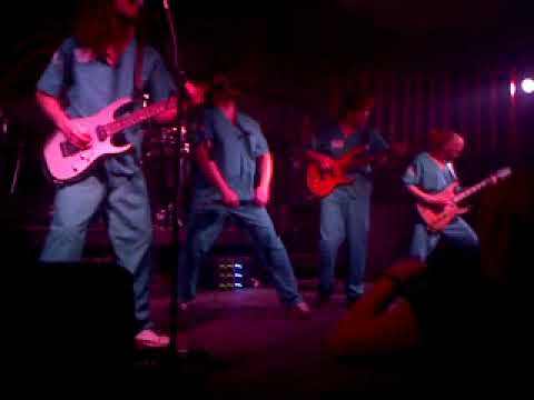 :tremor - Curly Motanya (live 27-10-2009 at Voronezh, RU)