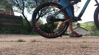 Which brake does most of the stopping on a mountain bike?