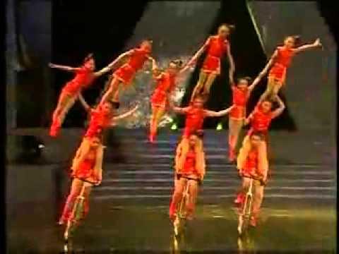 קרקס השמש - 16 בנות על אופניים!