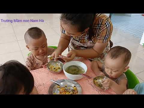 Trường Mầm non Nam Hà. Giờ vệ sinh ăn của các bé nhà trẻ ngày 06 tháng 10 năm 2021