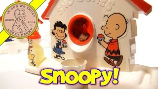 Gambar cover Snoopy Sno-Cone Machine 2012 Maker Set and 2007 Sno-Cone Machine Comparison.