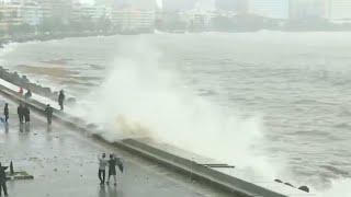 Mumbai rains | High tide hits Marine Drive; heavy downpour continues