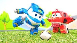 Видео для мальчиков — Роботы-поезда — Паровозики играют в футбол