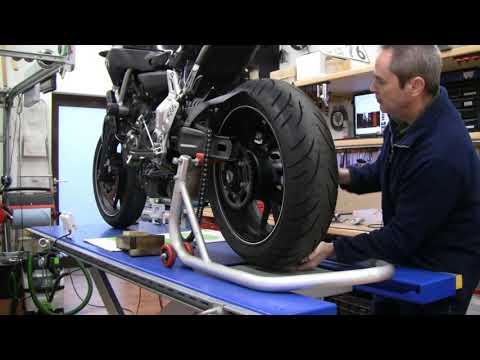 Yamaha MT-07 -- Umschau - neue Reifen und Frontheber
