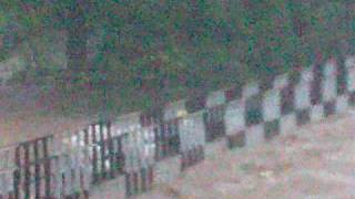 preview picture of video 'flood water inislamabad.3gp'