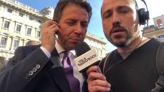 """Giuseppe Conte canta """"L'anno che verrà"""" di Lucio Dalla"""