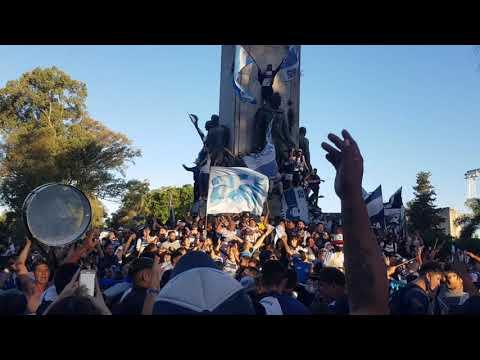 """""""Hola Basurero"""" Barra: La Banda de Fierro 22 • Club: Gimnasia y Esgrima • País: Argentina"""