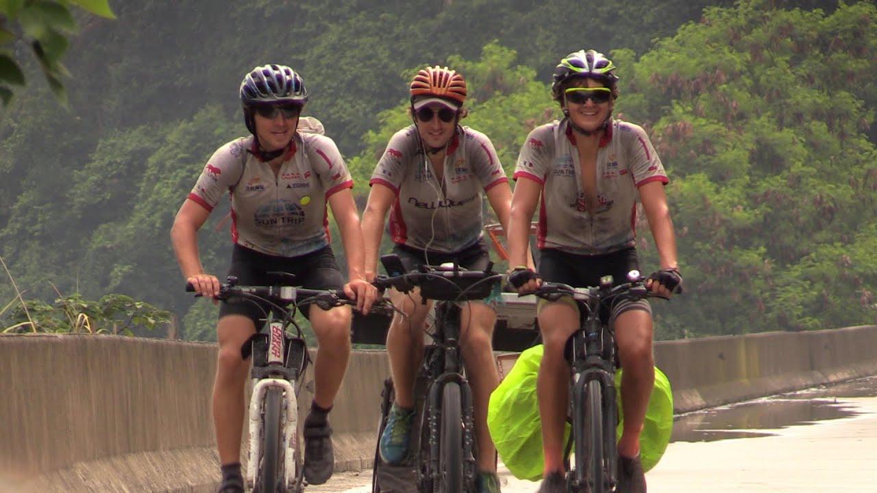 Велосипедисты доехали из Франции в Китай на солнечной энергии