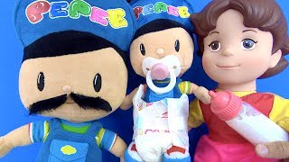 Pepee'nin bebekliği Bıyıklı Pepee baba emzikli Pepee hasta olunca doktor Niloya tedavi yapıyor.