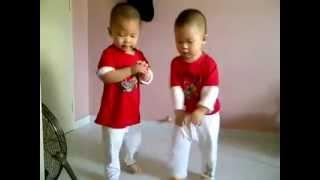 Сладурски Бебета Танцуват Gangnam Style!!!