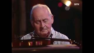 Stéphane Grappelli plays piano this is great