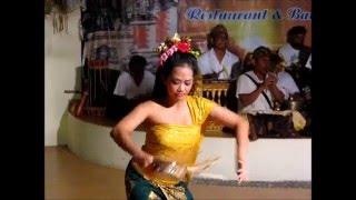 2014-06-04 Dancing, Sanur, Bali