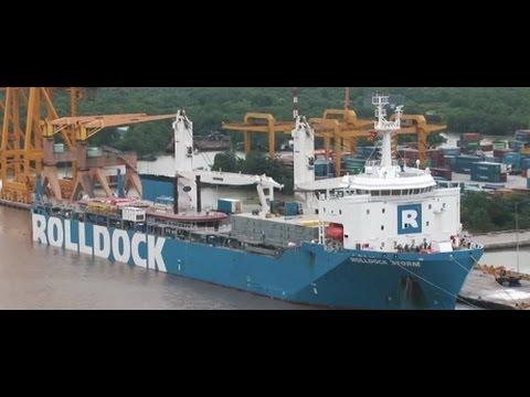 Tàu RollDock cập cảng Lotus