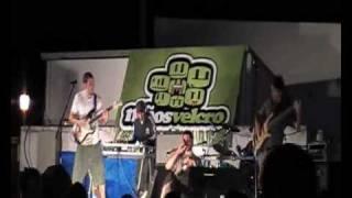 preview picture of video 'Niños Velcro - Existe un lugar (Rock-Escusa 2009 - Villaescusa de Haro)'