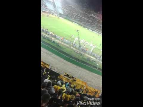 """""""Hinchada De Peñarol Vs Huracan 2016"""" Barra: Barra Amsterdam • Club: Peñarol"""