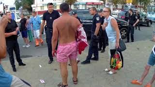 Драка возле кафе Пятница, полиция, охране Гермес разбили стекло на машине