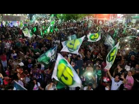Apoiadores de Emanuel fazem festa na praça em frente ao Choppão após vitória