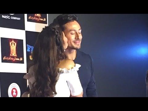 Jacqueline Fernandez KISSES Tiger Shroff In Public | A Flying Jatt Trailer Launch