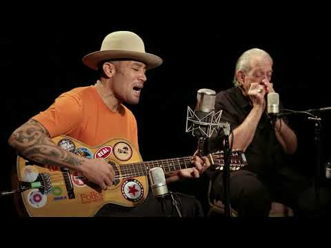 I Trust You to Dig my Grave (Live Version) [Feat. Charlie Musselwhite]