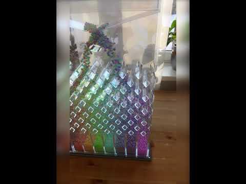 Залипательное видео с разноцветными шариками