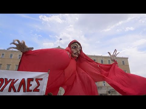 Ελλάδα: Διαμαρτυρία καλλιτεχνών στην πλατεία Συντάγματος…