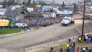 شاحنة تطير 50 متراً فى الهواء لتداخل موسوعة جينيس