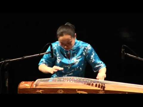 Traditional guzheng music by Liu Fang:  平湖秋月, 劉芳古箏獨奏