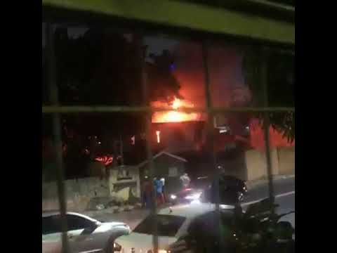 Incêndio atinge residência no bairro Nossa Senhora das Graças, em Manaus