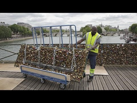 'Love locks' removed from Paris bridge