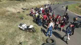 ДТП: Мотоцикл врезался в покрышку на треке (падение колян)