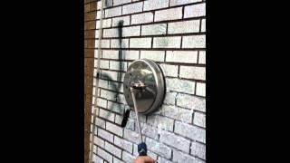 Grafiti valymas nuo plytų