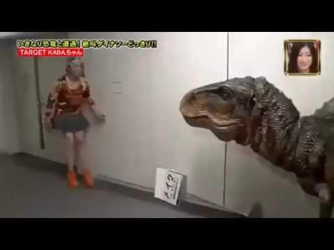 Розыгрыш с динозавром в Японии