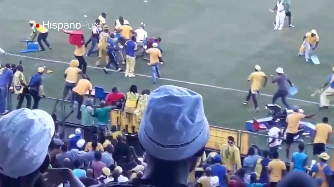 Partido de fútbol en Sudáfrica termina en una gran pelea