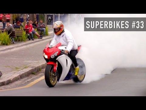 Chạm trán dàn Superbike trổ tài bốc đầu, đốt lốp trên phố