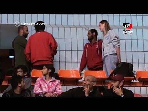 نجمة طائرة الأهلي تساند فريق الرجال في افتتاح بطولة أفريقيا للأندية للكرة الطائرة