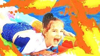 БАССЕЙН это ЛАВА Челлендж. Игры в бассейне с надувашками / Видео для детей!