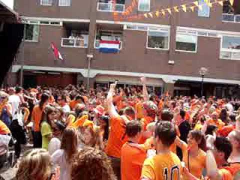 Het Wilhelminaplein tijdens Nederland - Denemarken - deel 2
